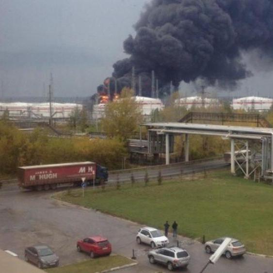 У Росії стався вибух на нафтопереробному заводі «Лукойл»: загинули чотири людини (відео)
