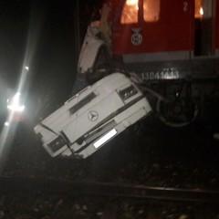 У РФ потяг в'їхав у автобус, що застряг на переїзді: загинули 18 людей