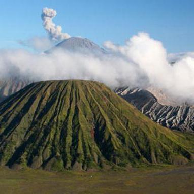 Індонезійські жерці принесли жертву вулкану на Балі