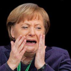 Смажені Трамп та Меркель: поляк готує млинці у вигляді відомих людей (відео)