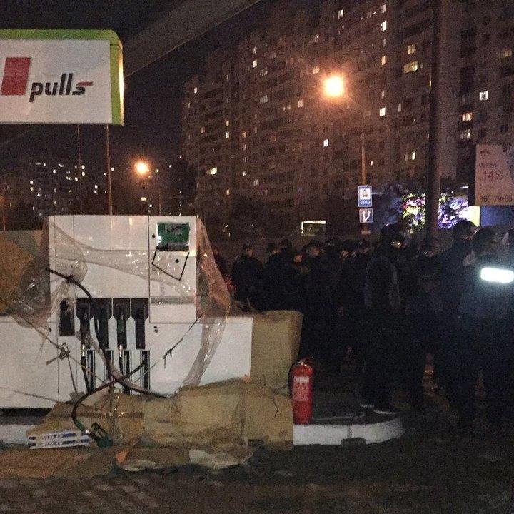 Суд арештував ділянку на Ревуцького та заборонив будівництво АЗС, — прокуратура