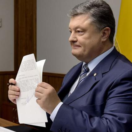 Порошенко підписав закон про особливе самоврядування на Донбасі