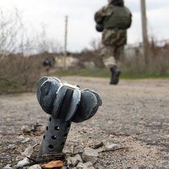 Вдень бойовики з різних видів гранатометів, великокаліберних кулеметів обстріляли позиції сил АТО в районі Пісків та Авдіївської промзони