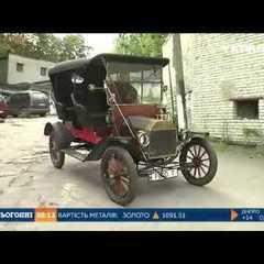 У Львові чоловік власноруч зібрав раритетне авто відомої марки (відео)