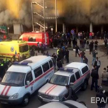 На підземній парковці ринку «Синдика» у Москві вибухають автомобілі. Є загроза обвалення будівлі