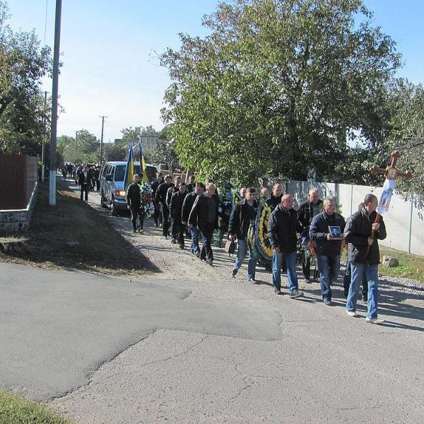 У Черкаській області поховали рятувальника, якого три роки тому захопили і вбили бойовики (фото)