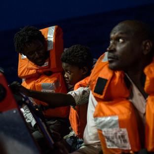 Біля берегів Тунісу військовий корабель врізався у човен з мігрантами, є загиблі