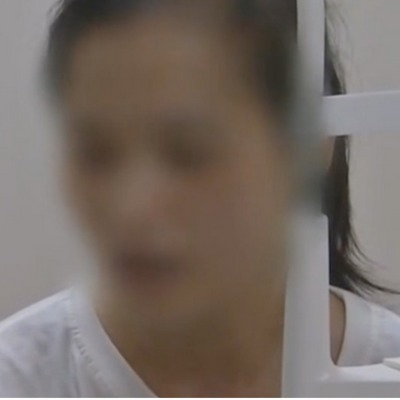 У Китаї молода жінка осліпла на одне око після безперервної гри на смартфоні протягом дня