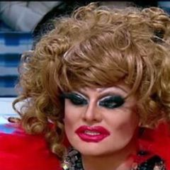 Україна не дала політичний притулок організатору гей-парадів у Білорусі й травесті-диві Мадам Жужу