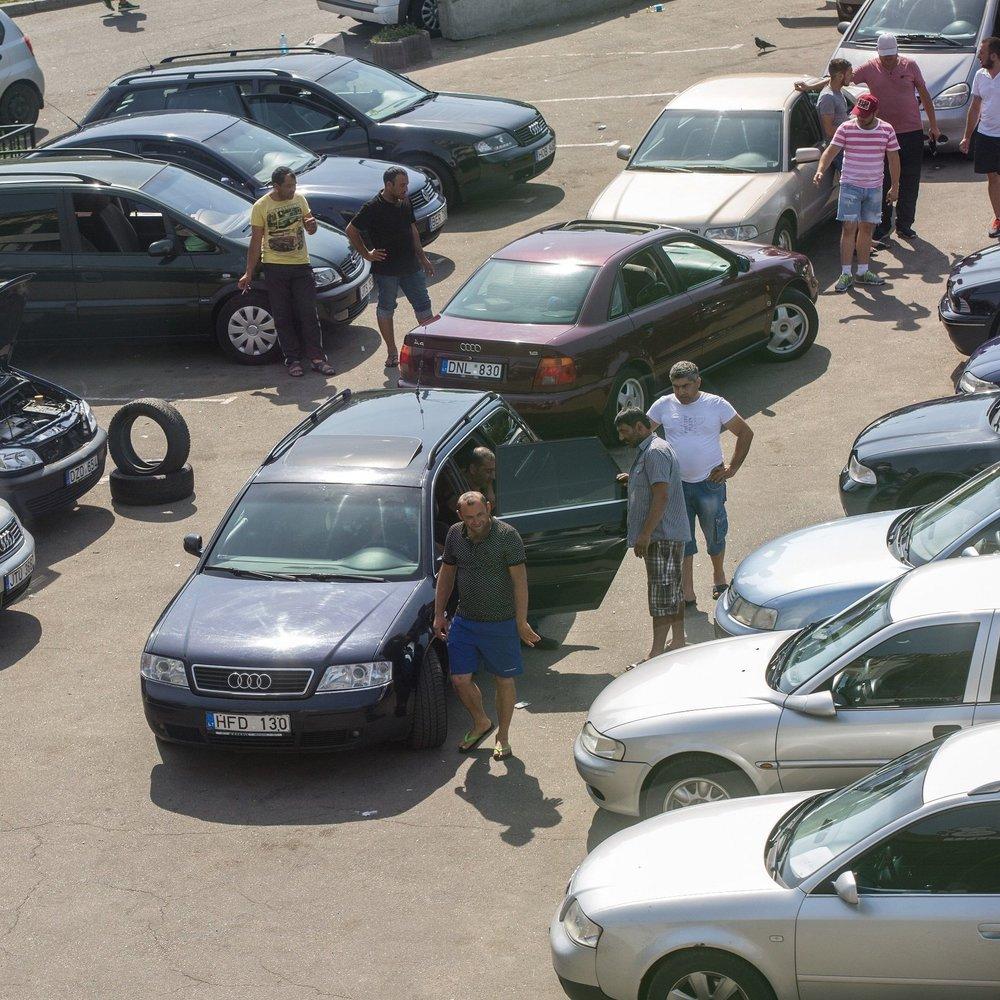У Києві чоловіки викрали автомобіль під час тест-драйву, прикинувшись покупцями (фото)