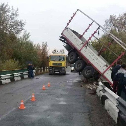 У лікарні розповіли про стан пішоходів збитих вантажівкою у Дніпрі (фото)