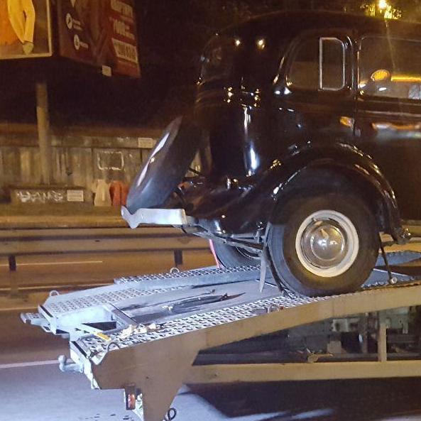 У Києві п'яний водій Chevrolet протаранив евакуатор з раритетним авто (фото)