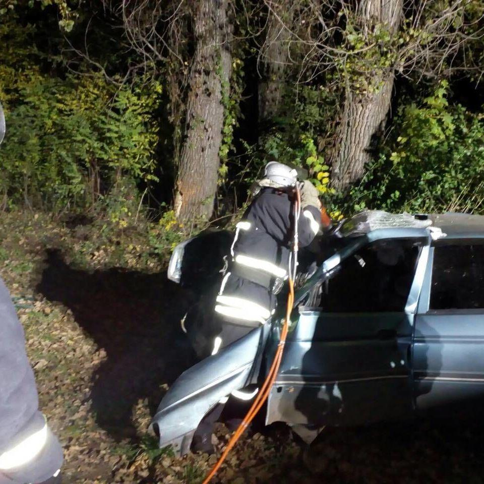 Смертельне ДТП на Кіровоградщині: щоб витягти загиблих та постраждалих довелося розрізати авто