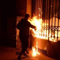 Російський художник підпалив банк у Франції