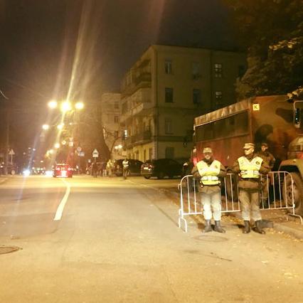 У центрі Києва перекривають вулиці, стягують Нацгвардію