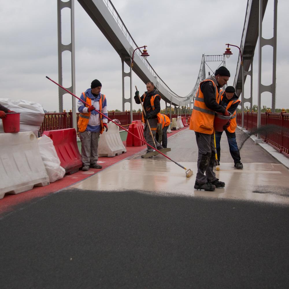 Дмитро Давтян проінспектував хід ремонту Паркового пішохідного мосту