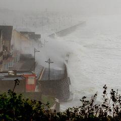 Ірландією прокотився ураган Офелія, є загиблі (фото)