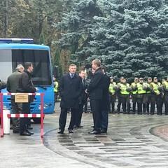 Протести під ВР: між депутатом Парасюком і начальником УДО Гелетеєм сталася сутичка (відео 18+)