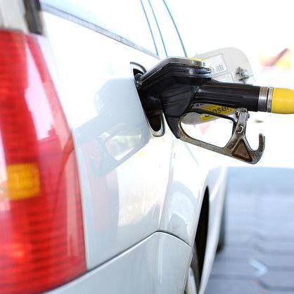 На АЗС продовжують дорожчати бензин і дизпальне