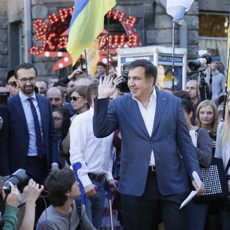 Саакашвілі закликав мітингувальників не розходитись з-під будівлі ВР