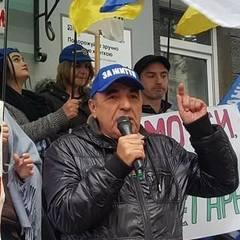 Немає нічого дивного в тому, що на акцію Рабіновича під НБУ прийшло більше людей, ніж під Раду, - експерт (фото)