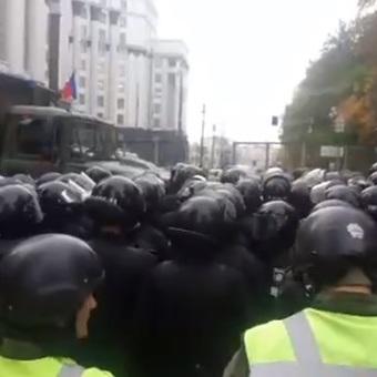 Правоохоронці заблокували прохід до ВР з боку Садової (фото, відео)