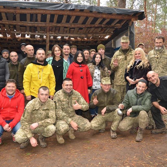 Українські зірки виступили перед бійцями АТО (фото)