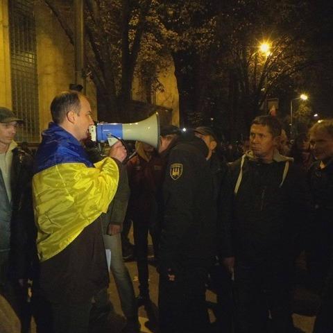 Колона мітингувальників підійшла до АП (фото, відео)