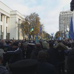 Ніч під ВРУ: на Грушевського залишалося кількасот людей