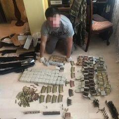 У Києві чоловік під виглядом інтернет-магазину продавав боєприпаси (фото)