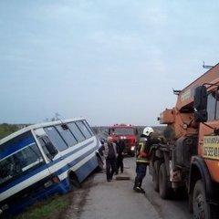 ДТП на Рівненщині: автобус із 29 пасажирами злетів у відбійник