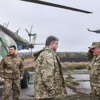 Порошенко і Полторак відвідали прифронтову Авдіївку