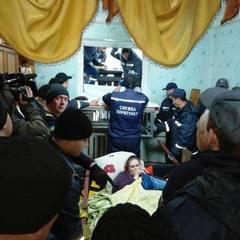 На Житомирщині 60 рятувальників транспортували жінку вагою понад 370 кг до карети швидкої допомоги (фото)
