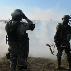Ворог зі стрілецької зброї обстріляв наші укріплення у районі Мар'їнки, - штаб АТО