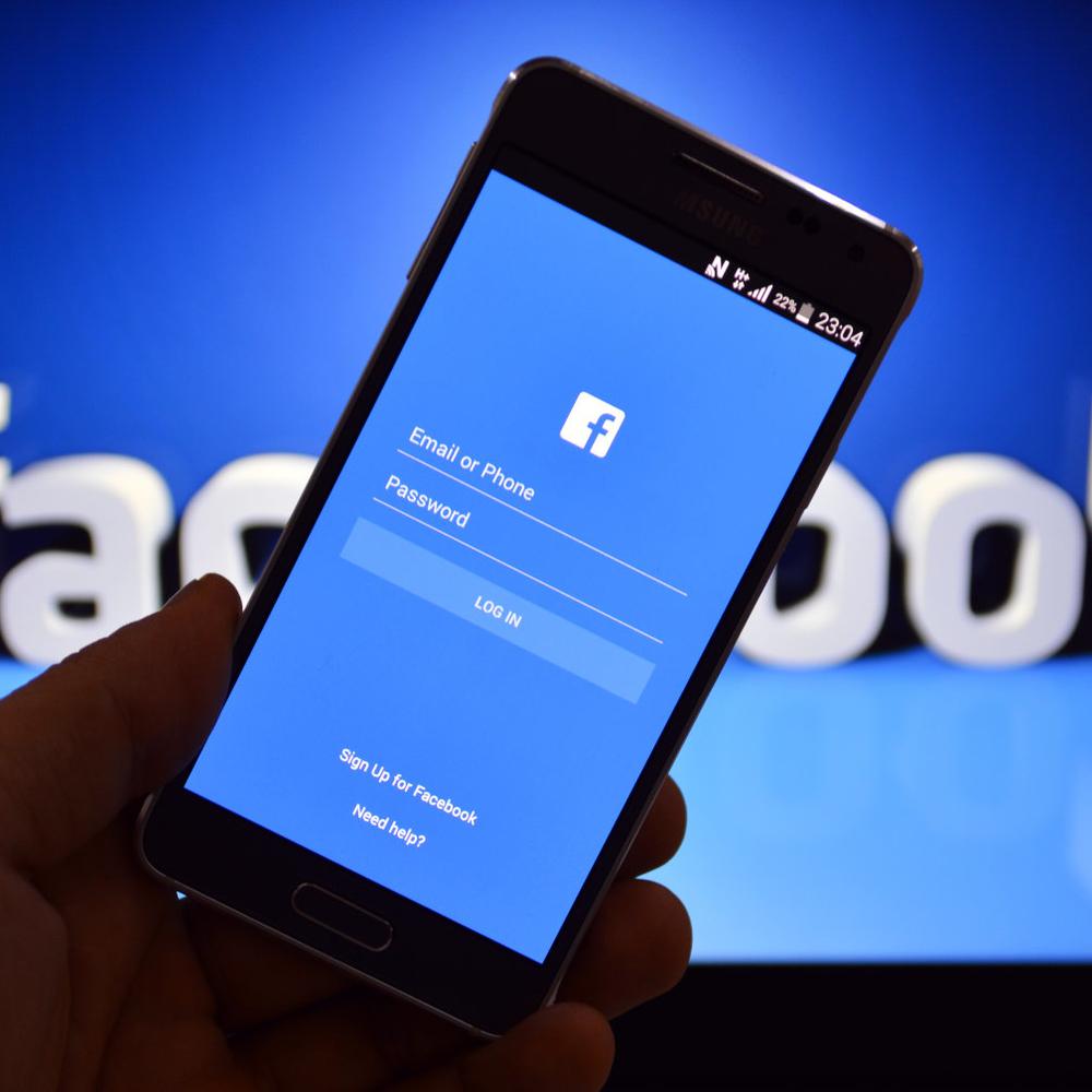 Facebook тестує розділення новинної стрічки на дві