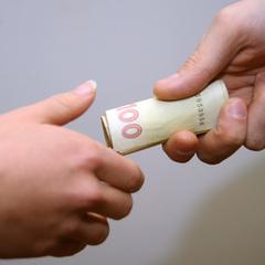 Військовий вимагав 10 тис. грн у підлеглого за нестворення перешкод для подальшого проходження служби