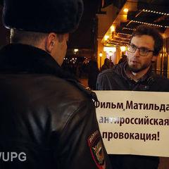 У Москві під час прем'єри «Матильди» біля кінотеатру затримали сімох осіб