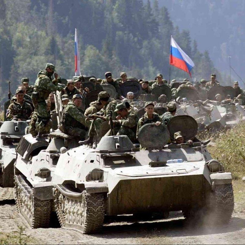 Росія готується до наступу, перекидаючи нову потужну зброю у Крим, – генерал