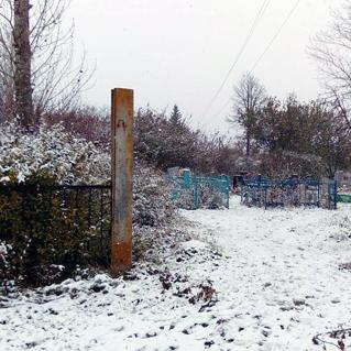 На Харківщині 20-річний молодик пошкодив п'ять пам'ятників на місцевому кладовищі