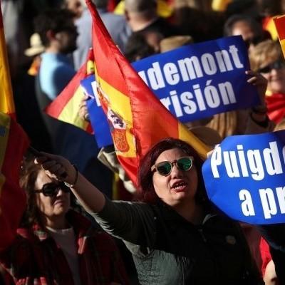 В Мадриді тисячі людей вийшли на вулиці на підтримку єдності Іспанії (фото)
