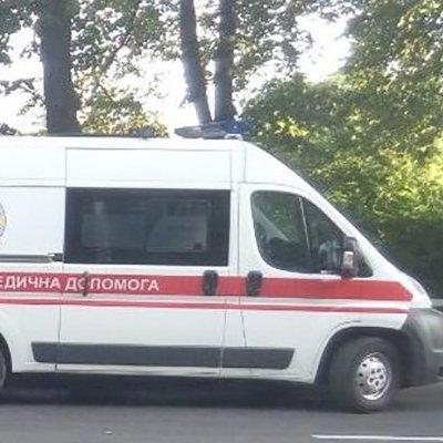 Моторошне ДТП у Києві: Mercedes кілька десятків метрів протягнув пішохода-порушника після того, як чоловіка збив інший автомобіль (фото)