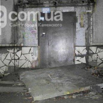 На Дніпропетровщині через обвал даху під'їзду загинув підліток (фото)