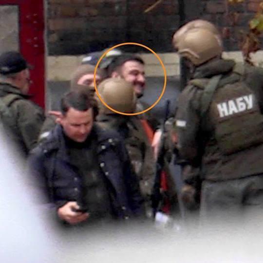 Сина Авакова привезли в НАБУ (фото, відео)