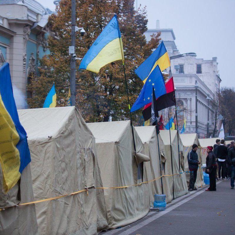 Біля ВР залишилась мала кількість мітингуючих: поліція та Нацгвардія зняли посилену охорону