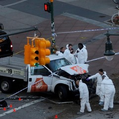 В Нью-Йорку чоловік скоїв наїзд на людей і відкрив стрілянину: близько 6 загиблих