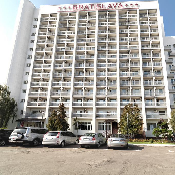 У Києві «замінували» готель «Братислава»