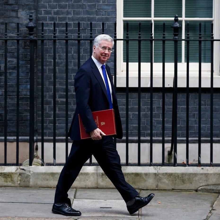 Міністр оборони Британії пішов у відставку через «невідповідну» поведінку