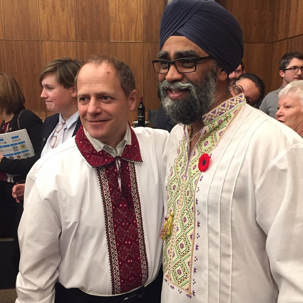 Канадський міністр одягнув вишиванку та написав «Слава Україні!» у Twitter (фото)