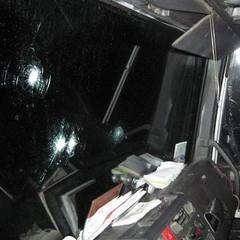 На трасі Київ - Чернігів люди в масках обстріляли вантажівку