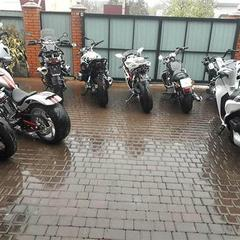 У Чернівцях молодик переховував вдома десятки елітних мотоциклів, викрадених в ЄС (фото)